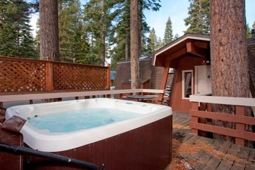 Kaley Vacation Rental Cabin Photo