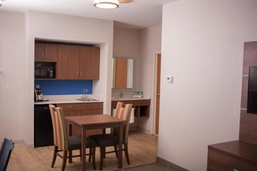 Holiday Inn Express & Suites Logan Photo