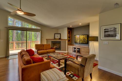 Contemporary Tahoe Cabin Holiday home Photo