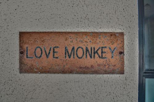 Love Monkey Apartment Photo