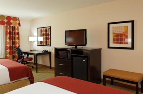 Holiday Inn Express Florence Northeast Photo