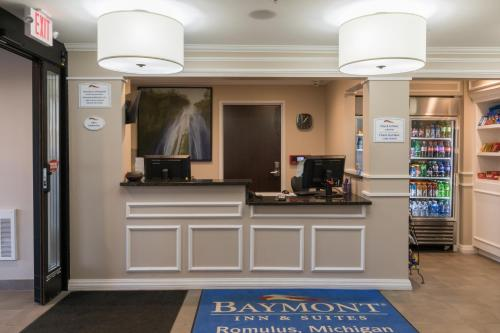 Baymont Inn & Suites Detroit Airport Romulus Photo