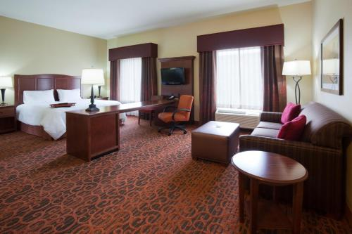 Hampton Inn & Suites Minot Photo