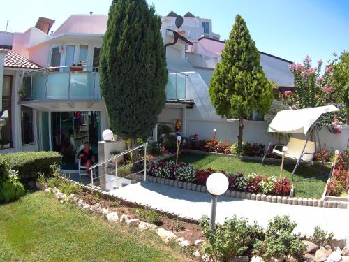 Beach House in Sineva Complex, Sveti Vlas