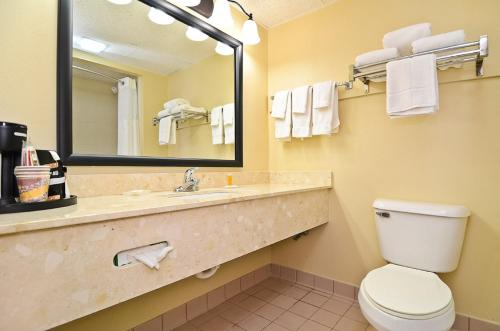 Best Western Plus Arbour Inn and Suites Photo