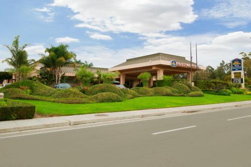 Best Western Plus South Coast Inn Photo