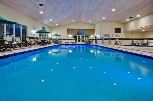 Country Inn And Suites Des Moines West - Clive, IA 50325