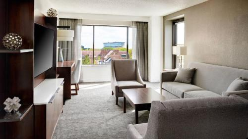 East Lansing Marriott at University Place Photo