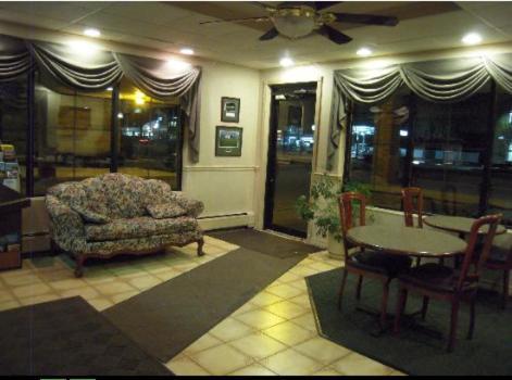 Golden Circle Inn and Suites Photo