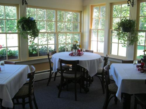Stone Hearth Inn & Tavern Photo