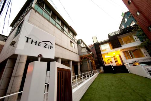 The Zip Guesthouse For Female Only