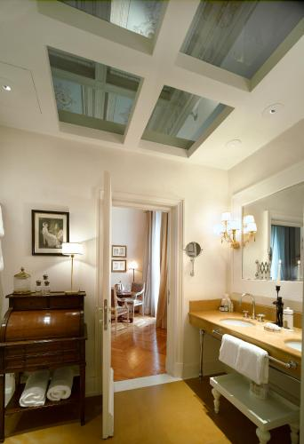 Relais Santa Croce, Florence, Italy, picture 6