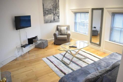 2 Bedroom Apartment near Grafton Street Sleeps 4, Dublin
