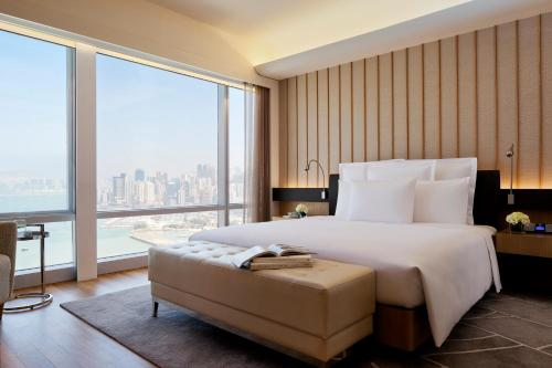 Renaissance Hong Kong Harbour View Hotel, A Marriott Luxury & Lifestyle Hotel impression