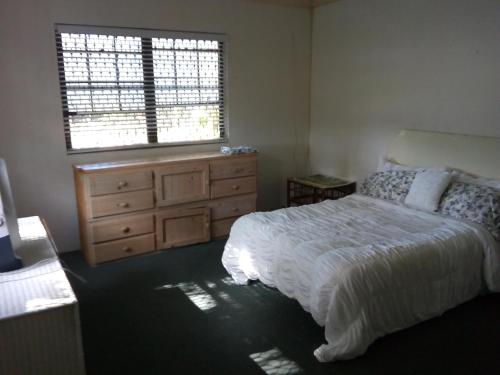 Spacious One Bed Apartment off Eastern Road, Nassau