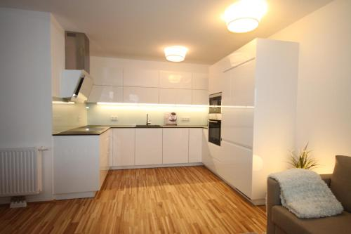 ... Moderne Neue Wohnung Mit Sonnigem Balkon + Garage   Hotel And Room  Photos ...
