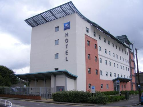 Photo of ibis Budget Hotel in Newport Hotel Bed and Breakfast Accommodation in Newport Newport