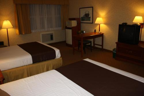 Camarillo Executive Inn & Suites Photo