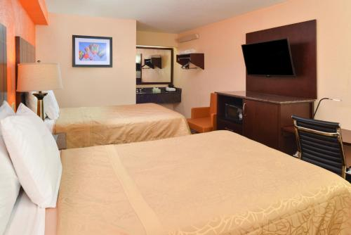 Americas Best Value Inn-Pittsburgh Airport Photo