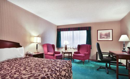 Ramada Plaza Hotel Hagerstown Photo