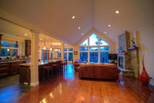 Shawnigan Suite B & B Photo