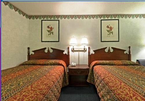Americas Best Value Inn Anderson Photo
