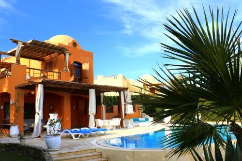 El Gouna villa with heated pool, Hurghada