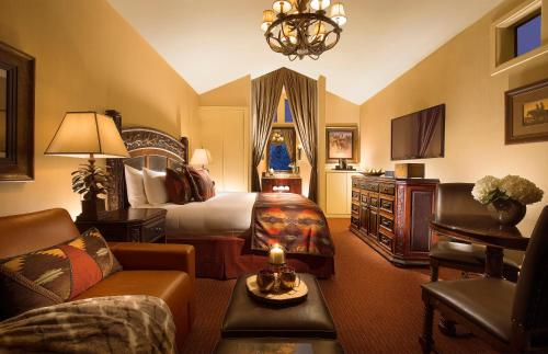 Rustic Inn Creekside Resort and Spa at Jackson Hole Photo