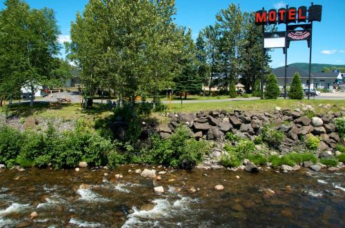 Motel Des Cascades Photo