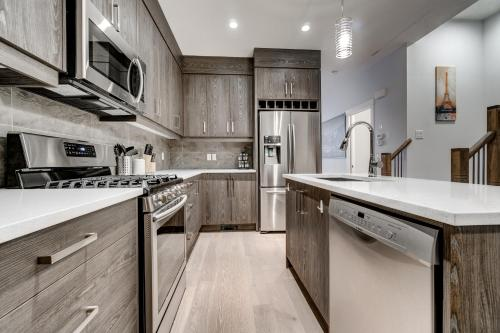 Three-Bedroom House with Walk-in Closet #29 Sunalta Downtown, Calgary
