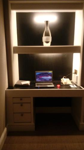 2BR at One Shangri-La Place ( ..