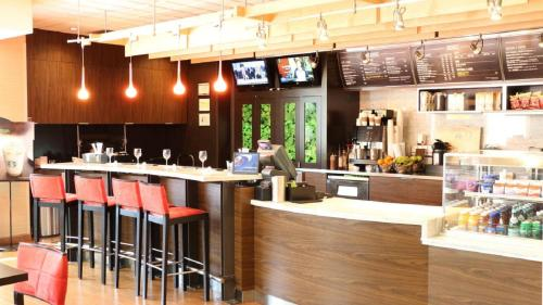 Courtyard by Marriott Portland Airport Photo