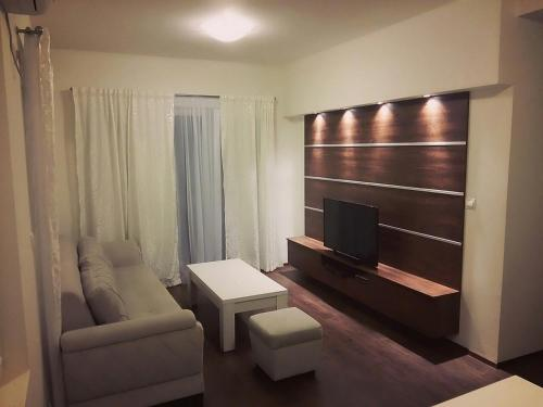 M2 Apartment, Kotor