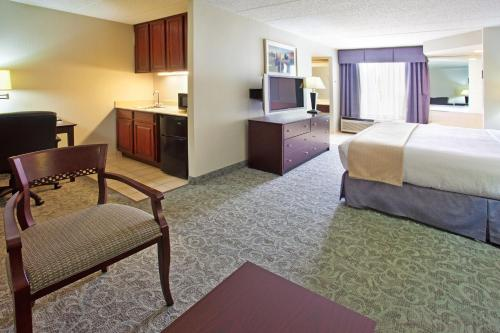 Holiday Inn Hotel & Suites Chicago-Carol Stream/Wheaton Photo