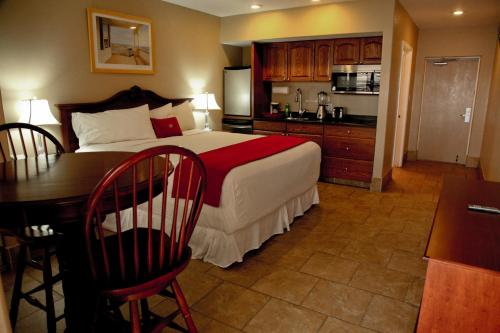 Lake Grassy Inn & Suites Photo