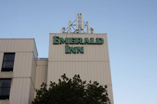 Emerald Inn Photo