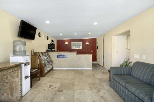 Travelodge Cathedral City Photo
