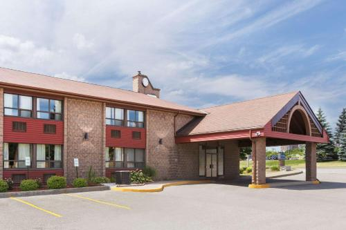 Travelodge Barrie on Bayfield Photo