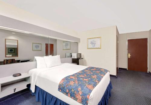 Microtel Inn and Suites Hagerstown Photo