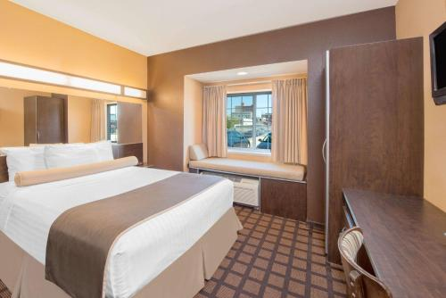 Microtel Inn & Suites Quincy by Wyndham Photo