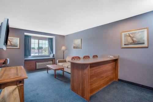 Microtel Inn and Suites Dover Photo
