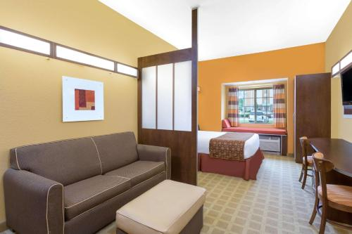 Microtel Inn & Suites by Wyndham University Medical Park Photo