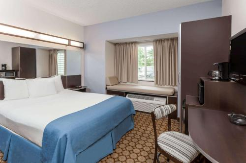 Microtel Inn and Suites Elkhart Photo