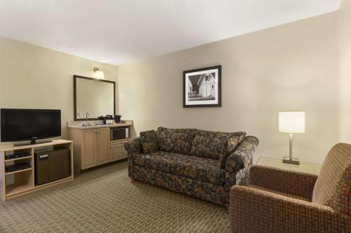 Travelodge Suites Dartmouth Photo