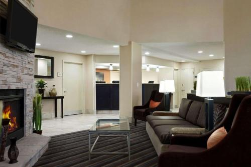 Hawthorn Suites of Troy Photo