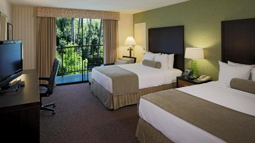 Crowne Plaza Hotel Mission Valley Photo