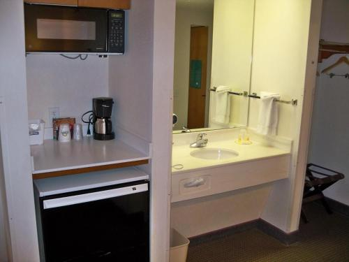 Days Inn Denver International Airport Photo