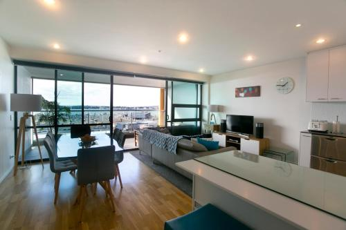 Stunning Views Central Apartment, Auckland
