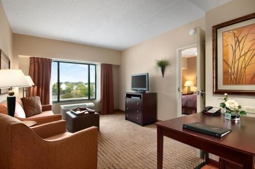 Homewood Suites by Hilton Minneapolis - Saint Louis Park at West End Photo
