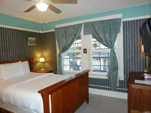 Americas Best Value Inn Royal Carriage Photo